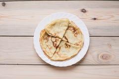 Russische dunne blinipannekoeken Maslenitsa Maslenitsa is een Maslenitsa-voedselfestival Hoogste mening met exemplaarruimte royalty-vrije stock afbeelding