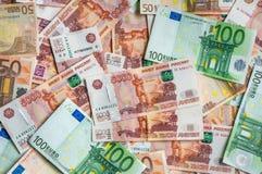 Russische en Euro bankbiljettenachtergrond Stock Afbeeldingen