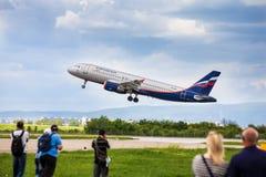 Russische Fluglinien Airbus, der von Zagreb sich entfernt Lizenzfreie Stockfotografie