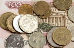 Russische Geldanmerkung und -kleinigkeit Stockfoto