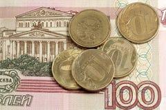 Russische Geldanmerkung und -kleinigkeit Stockfotografie