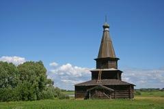 Russische hölzerne Kirche Lizenzfreie Stockfotografie