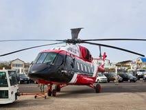 Russische helikopter mi-38-2 wordt aangetoond bij het tentoonstellingsgebied op de kust van de Zwarte Zee in het parkeren stock afbeeldingen