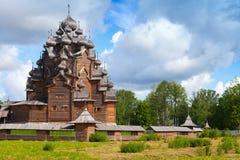 Russische houten Kerk van de Interventie Stock Afbeeldingen