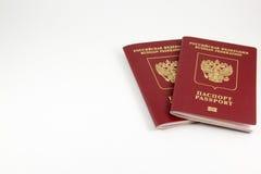 Russische internationale paspoorten op een witte achtergrond Stock Foto's