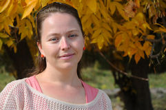Russische jonge vrouw De herfst Stock Afbeelding