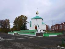 Russische Kerk, bewolkt weer Mooie groene koepels Details en royalty-vrije stock afbeelding