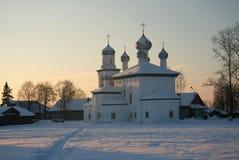 Russische kerk in de winter Royalty-vrije Stock Afbeeldingen