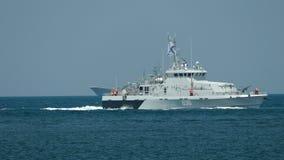 Russische kustwachtboot op volle zee stock footage