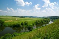 Russische Landschaft mit Fluss Lizenzfreie Stockfotos