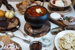 Russische Lebensmitteltabelle Lizenzfreie Stockfotografie