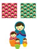 Russische leuke grappige traditionele poppenbabushka met leuke roze en blauwe patronen vector illustratie