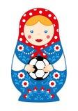 Russische leuke traditionele stuk speelgoed het nestelen matroshka van het poppenmeisje met voetbal stock fotografie