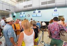 Russische luchtpassagiers in de luchthaven van Nokkenranh, Vietnam Royalty-vrije Stock Foto's