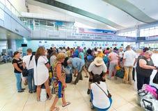 Russische luchtpassagiers in de luchthaven van Vietnam Royalty-vrije Stock Foto's