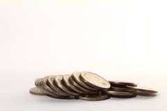 Russische Münzenstapel auf einem Weiß Lizenzfreies Stockfoto