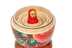 Russische matryoshka Puppe auf weißem Hintergrund Stockbilder