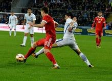 Russische middenvelder Daler Kuzyayev en Zuidkoreaanse verdediger Chan Stock Afbeelding