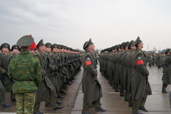 Russische militairen maart Stock Fotografie