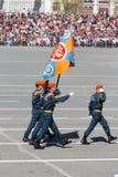 Russische militairen maart bij de parade op jaarlijkse Victory Day Stock Foto