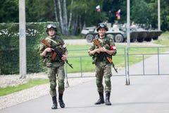 Russische militairen op wacht stock foto