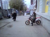Russische motorrijder stock afbeeldingen