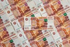 Russische muntbankbiljetten, vijf duizend roebels Stock Afbeeldingen