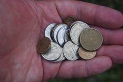 Russische muntstukken in de palm Stock Fotografie