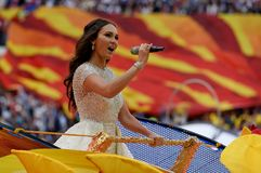 Russische operazanger Aida Garifullina die bij het openen presteren stock foto
