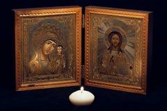 Russische orthodoxe Ikone auf schwarzem Hintergrund Stockbild