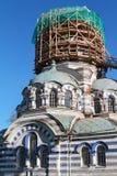 Russische orthodoxe kerk onder restauratie Royalty-vrije Stock Afbeeldingen