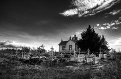 Russische orthodoxe Kirche und Kirchhof Stockbild