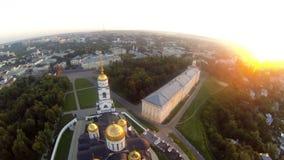 Russische orthodoxe koepel luchtmening op de zomerdag stock videobeelden