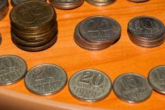 Russische oude die muntstukken op de lijst worden gestapeld royalty-vrije stock foto
