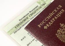 Russische Pass- und Rentenversicherungskarte Stockfoto