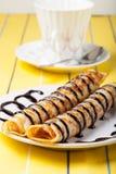 Russische Pfannkuchen - Blini mit Schokoladenbelag Selektiver Fokus Lizenzfreies Stockbild