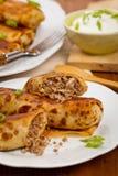 Russische Pfannkuchen mit Fleisch Stockbilder
