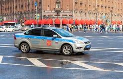 Russische politiepatrouillewagen van het Automobiele Inspectoraat p van de Staat Stock Afbeelding