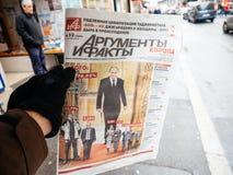Russische Presse, die Vladimir Putin kennzeichnet Stockfotografie