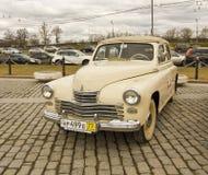 Russische retro auto Royalty-vrije Stock Afbeeldingen