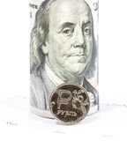 Russische roebels en U S Dollars Stock Foto's