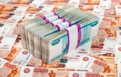 Russische roebelsrekeningen over geld Royalty-vrije Stock Foto's