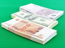Russische Rubel, Euros und Dollar Stockfotos