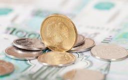 Russische Rubel Münzen und Banknoten Lizenzfreie Stockfotografie
