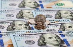 Russische Rubel Münzen und Dollar Banknoten Stockfotografie