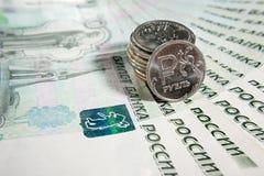 Russische Rubel und Anmerkungen in tausend Rubeln Lizenzfreies Stockbild