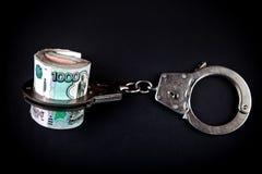 Russische Rubel und Handschellen lizenzfreie stockfotografie