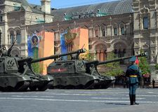 Russische schwere selbstfahrende 152 Millimeter Haubitze 2S19 ` Msta-S` Stockbild