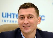 Russische skiër Alexander Legkov Olympische kampioen in de marathon en zilveren medaillewinnaar in het relaisras van 2014 de Wint stock fotografie