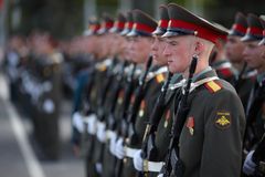 Russische Soldaten an der Paradewiederholung Stockfotografie
